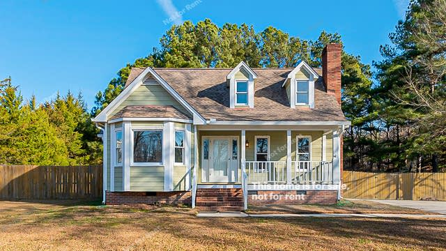 Photo 1 of 22 - 2025 Queen Charlotte Pl, Raleigh, NC 27610