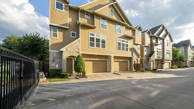 Photo 1 of 29 - 3304 Masters Point Dr, Houston, TX 77018