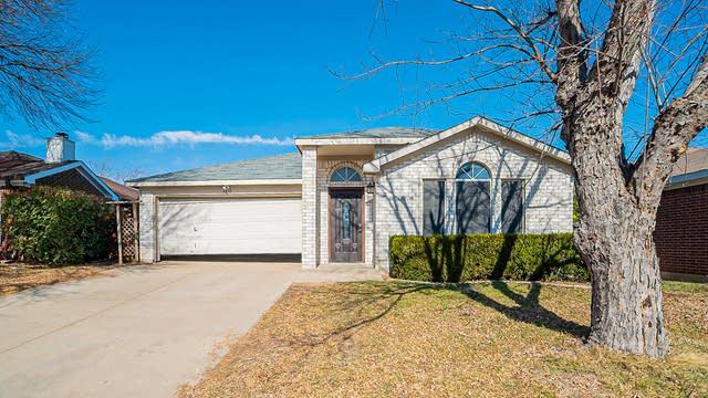 Photo 1 of 16 - 6837 Prairie Hill Rd N, Fort Worth, TX 76131