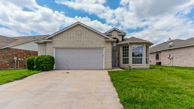 Photo 1 of 21 - 10505 Big Oak Dr, Fort Worth, TX 76131