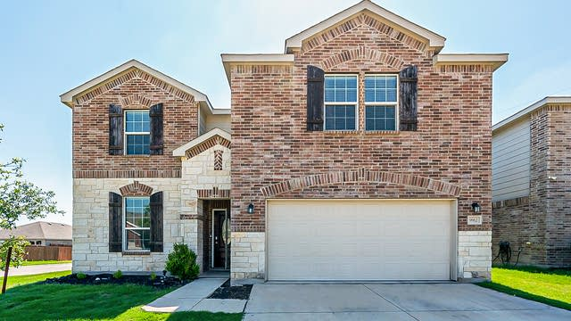 Photo 1 of 26 - 9912 Amosite Dr, Fort Worth, TX 76131