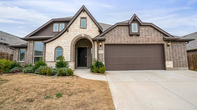 Photo 1 of 27 - 8816 Cassidy Ln, Aubrey, TX 76227