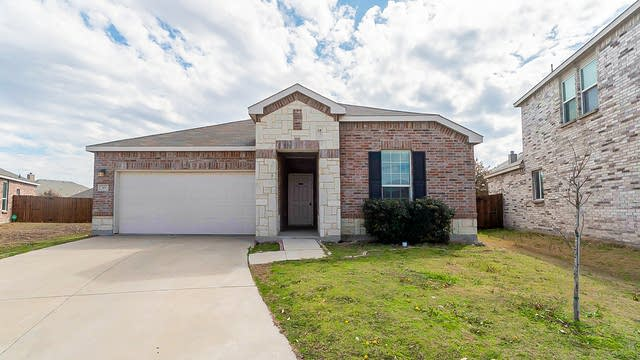 Photo 1 of 15 - 301 Mariscal Pl, Fort Worth, TX 76131