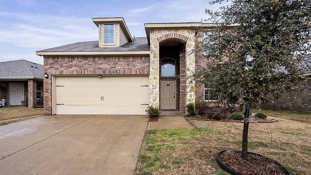 Photo 1 of 29 - 1208 Basswood Ln, Royse City, TX 75189
