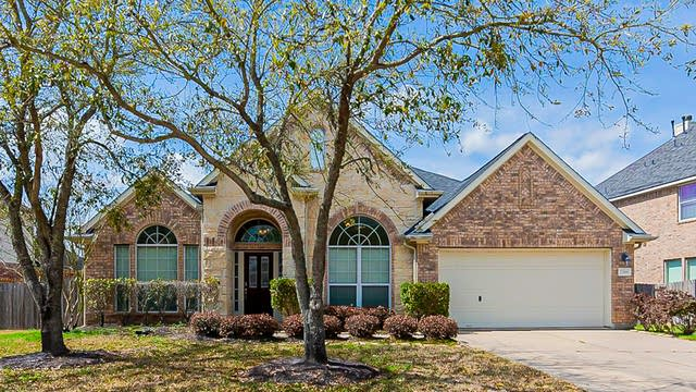 Photo 1 of 29 - 2306 Bending Spring Dr, Pearland, TX 77584