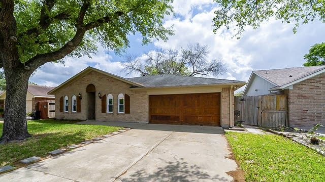 Photo 1 of 33 - 10326 Coralstone Rd, Houston, TX 77086