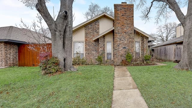 Photo 1 of 38 - 13135 Chandler Dr, Dallas, TX 75243