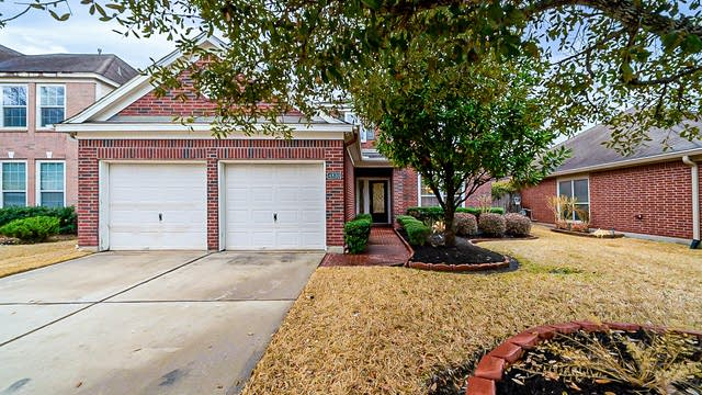 Photo 1 of 37 - 4830 Mystic Forest Ln, Humble, TX 77396