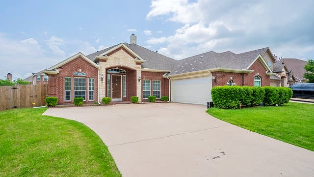 Photo 1 of 34 - 4202 Daylilly Ct, Mansfield, TX 76063