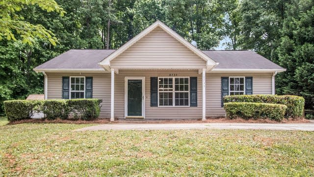 Photo 1 of 21 - 8735 Moores Chapel Rd, Charlotte, NC 28214