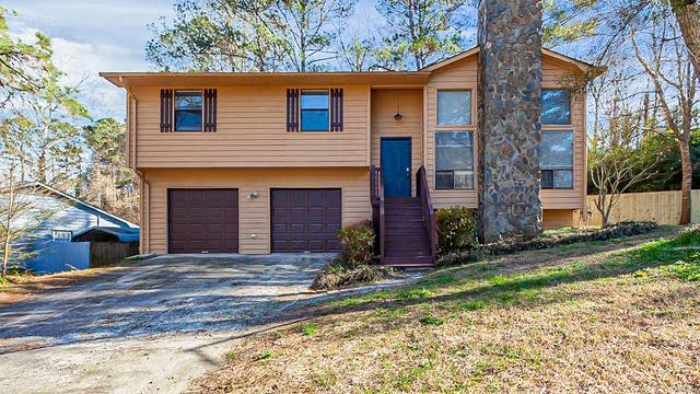 Photo 1 of 27 - 3081 Chippewa Dr, Rex, GA 30273