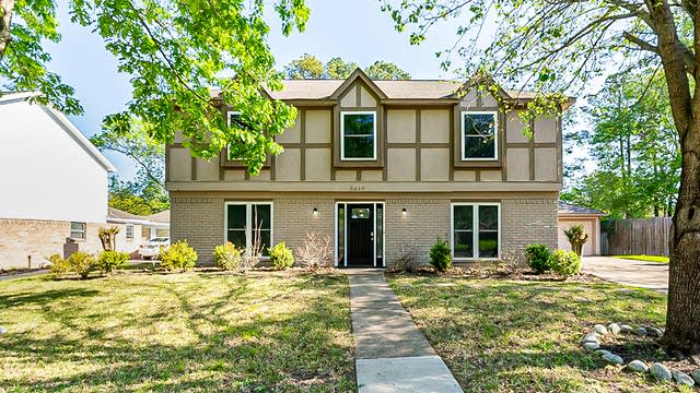 Photo 1 of 35 - 5619 Mossy Timbers Dr, Humble, TX 77346