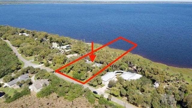Photo 1 of 44 - 3730 Lake Harney Cir, Geneva, FL 32732