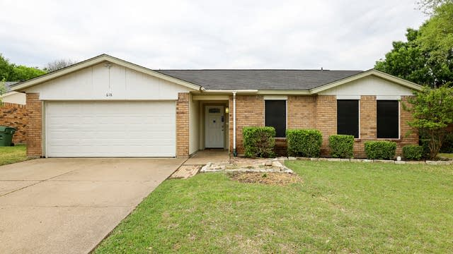 Photo 1 of 27 - 618 S Waxahachie St, Mansfield, TX 76063