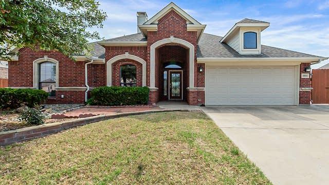 Photo 1 of 26 - 15013 Seventeen Lakes Blvd, Roanoke, TX 76262