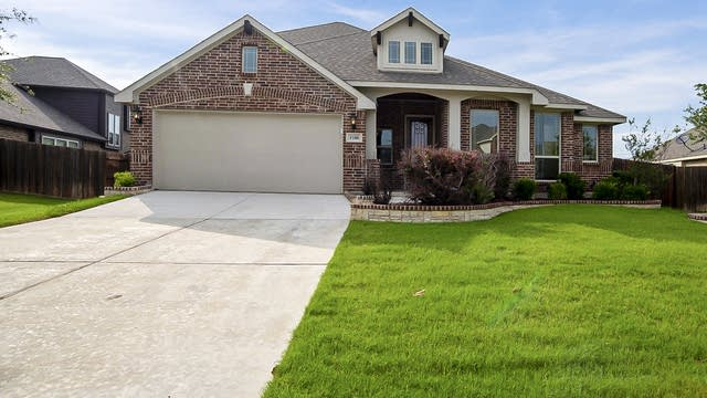 Photo 1 of 27 - 1100 Star Grass Dr, Mansfield, TX 76063