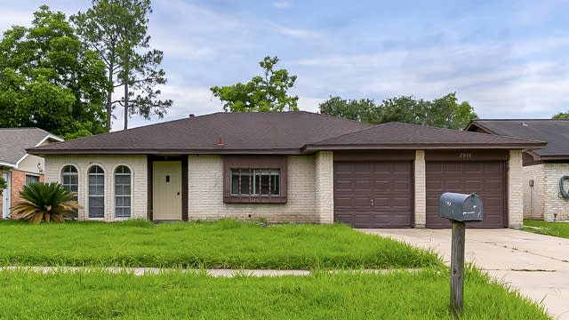 Photo 1 of 24 - 2811 E Birchdale Dr, Missouri City, TX 77489