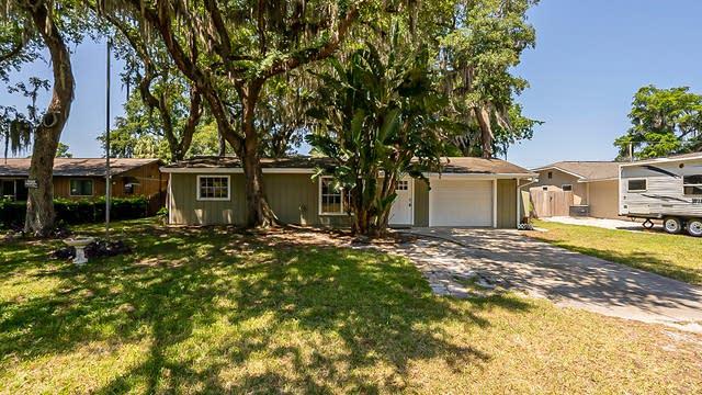Photo 1 of 25 - 1724 Pine Tree Dr, Edgewater, FL 32132