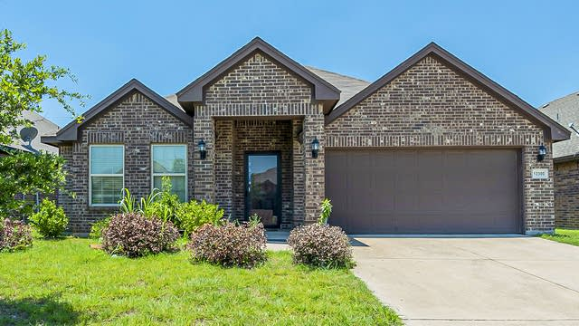 Photo 1 of 19 - 12300 Hunters Knoll Dr, Burleson, TX 76028