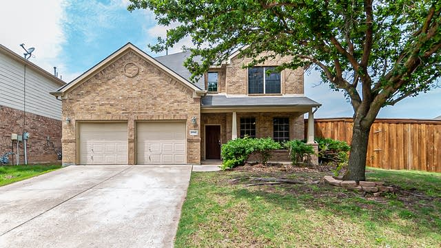 Photo 1 of 36 - 8940 Silent Brook Ln, Fort Worth, TX 76244