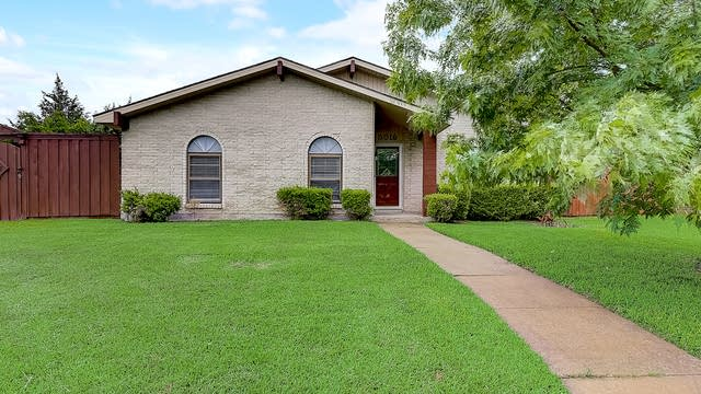 Photo 1 of 42 - 5016 Middleton Cir, The Colony, TX 75056