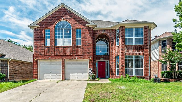Photo 1 of 31 - 4621 Parkview Ln, Fort Worth, TX 76137