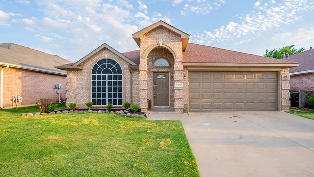 Photo 1 of 24 - 9008 Saranac Trl, Fort Worth, TX 76118