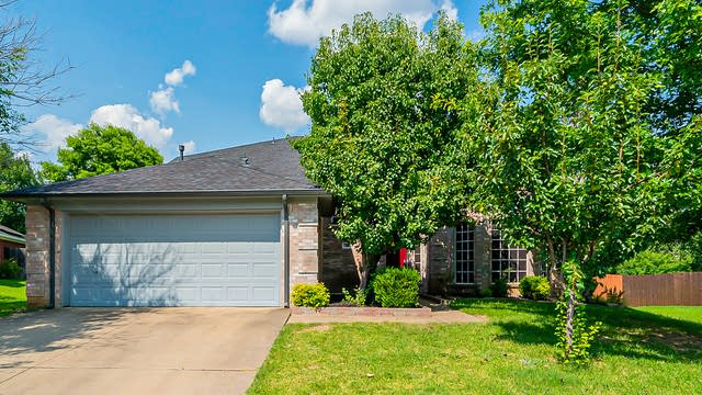 Photo 1 of 38 - 315 Cliffdale Dr, Euless, TX 76040