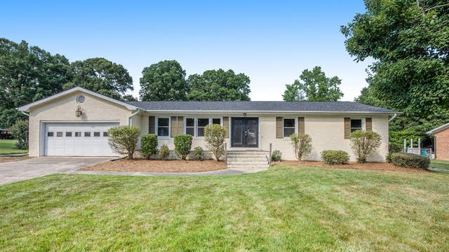 Photo 1 of 19 - 6420 Lynwood Dr NW, Concord, NC 28027