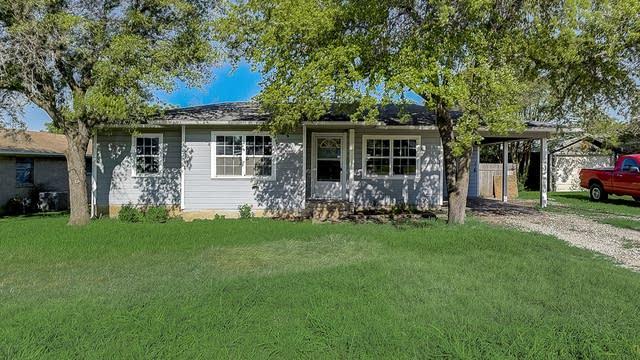 Photo 1 of 33 - 107 N Hillside St, Red Oak, TX 75154