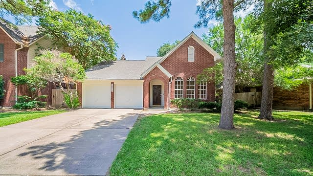 Photo 1 of 32 - 16018 Brittany Knoll Dr, Houston, TX 77095
