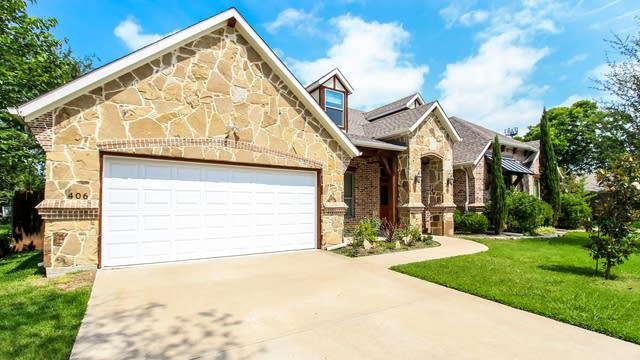 Photo 1 of 27 - 406 Ouida Rd, Irving, TX 75061