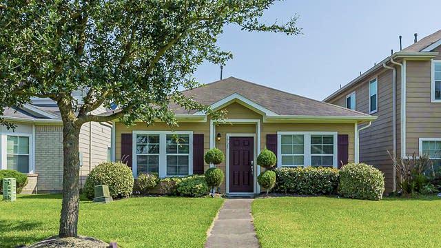 Photo 1 of 23 - 1725 Claremont Garden Cir, Houston, TX 77047