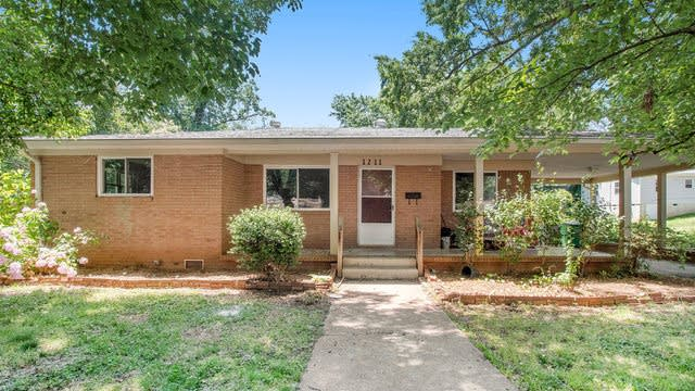 Photo 1 of 21 - 1211 Campus St, Charlotte, NC 28216