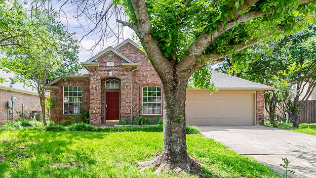 Photo 1 of 20 - 2529 Greenhaven Dr, Burleson, TX 76028