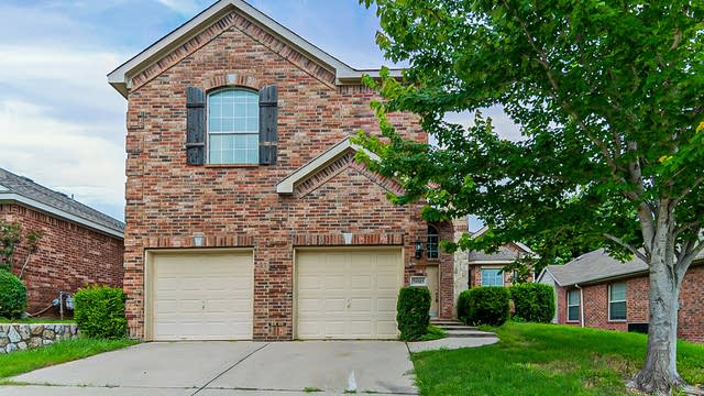Photo 1 of 28 - 5005 Portview Dr, Fort Worth, TX 76135