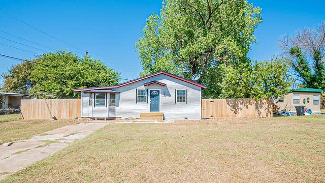 Photo 1 of 19 - 1405 Sheri Ln N, Azle, TX 76020