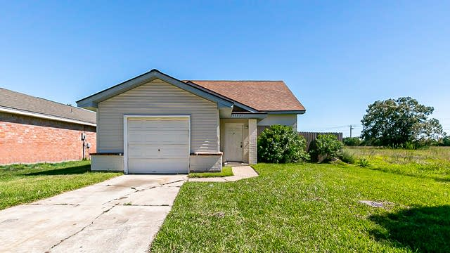 Photo 1 of 21 - 15831 Ridgecroft Rd, Houston, TX 77053