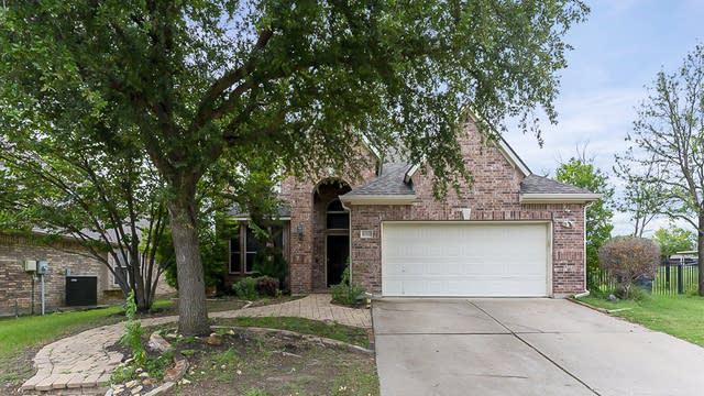 Photo 1 of 25 - 10333 Grayhawk Ln, Fort Worth, TX 76244